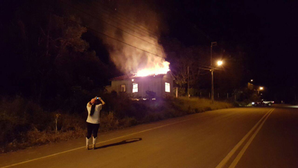 reserva-pr-casa-incendiada-24032016